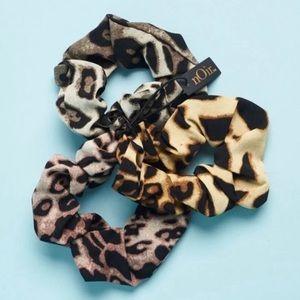 nOir scrunchies new set